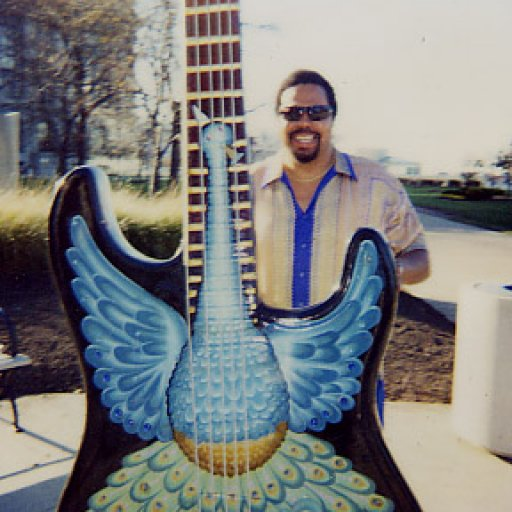 8298-Paul%20and%20the%20Giant%20Guitar